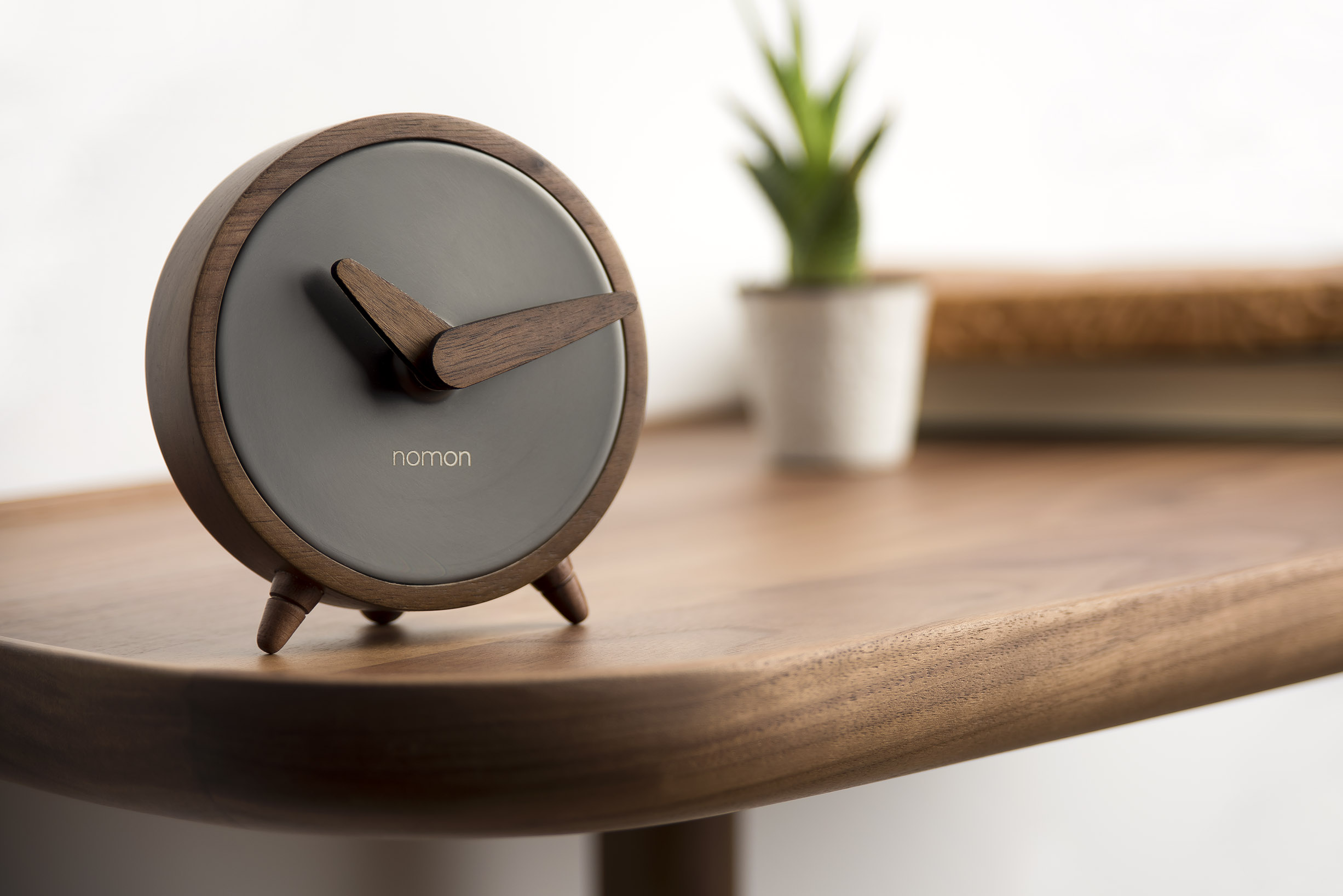 Graphite Wallnut Design Clock